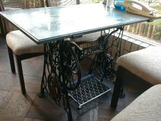 昔のミシンを利用したテーブル