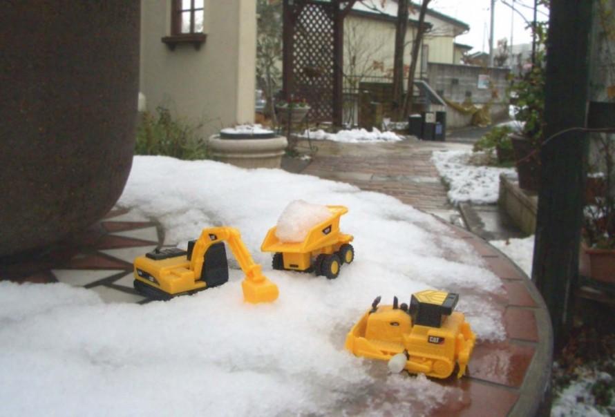 雪かきも大変~(・。・;