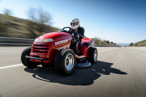 HONDAの世界最速の芝刈り機
