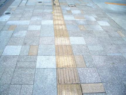 うすい通りの歩道