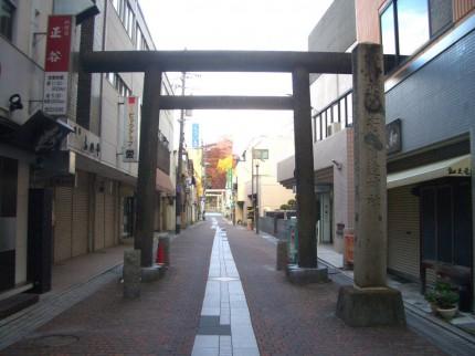 うすい通りから続く参道