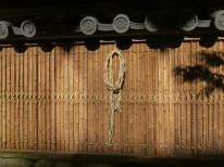 竹と赤土の壁
