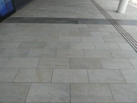 マリンピア日本海 床材